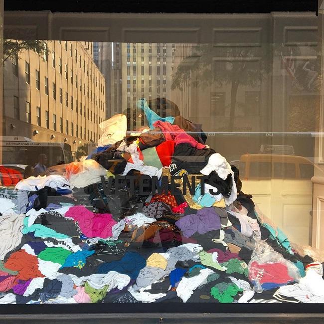 Chiến dịch đặc biệt của Saks Fifth Avenue và Vetements nhằm nâng cao ý thức về tình trạng ô nhiễm môi trường mà ngành công nghiệp thời trang gây nên.