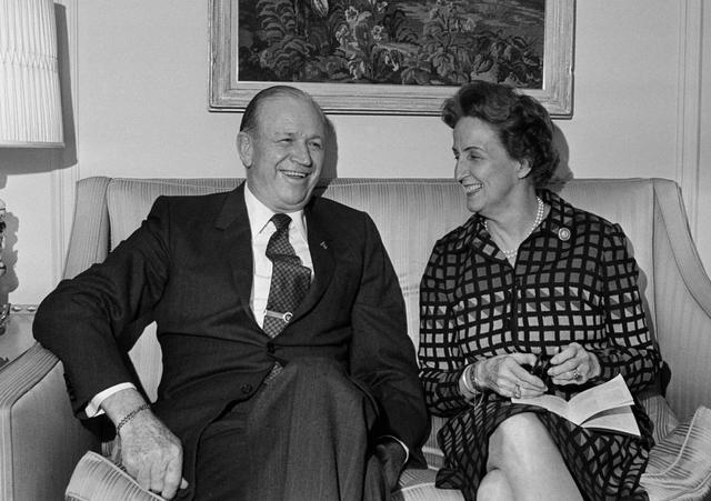 John Willard Marriott và vợ đặt những viên gạch đầu tiên cho đế chế khách sạn Marriot