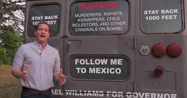 """Michael Williams nhận nhiều chỉ trích vì hình ảnh """"Xe buýt trục xuất"""""""