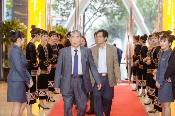 """Khách sạn Mường Thanh – niềm tự hào của """"đại gia điếu cày"""" Lê Thanh Thản"""