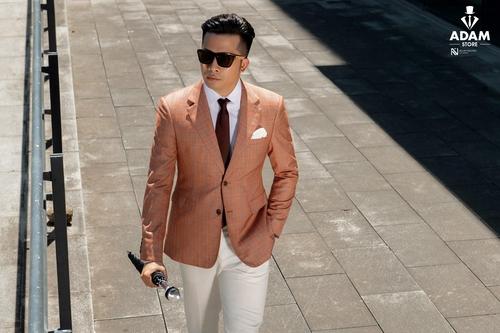 Anh Ngô Quang Long - CEO trẻ tuổi đầy tài năng trong chính trang phục của mình