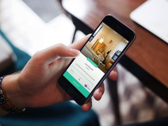 Lượng khách hàng đặt phòng trực tuyến ngày càng tăng dẫn đến nhu cầu cần một cầu nối thuận tiện hơn giữa khách hàng và website