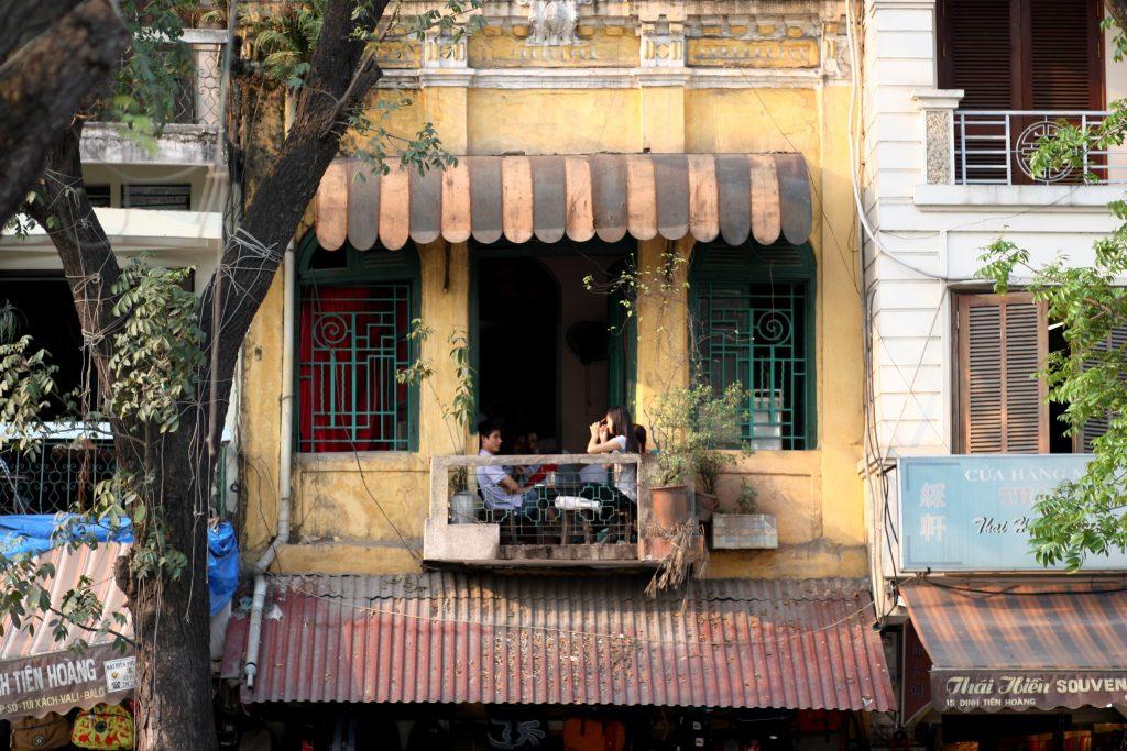 Góc bên ngoài của cà phê Đinh tại Đinh Tiên Hoàng