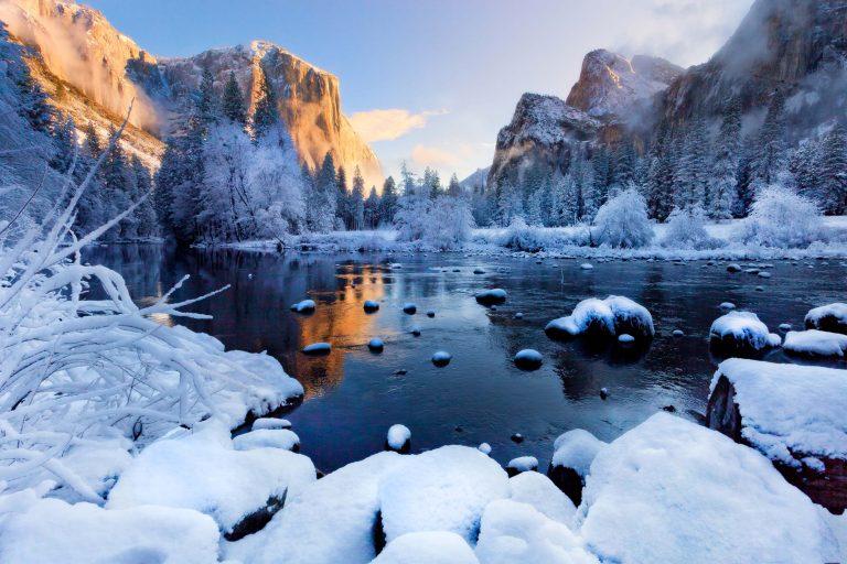 Yosemite mỗi năm đón hơn 3 triệu khách du lịch, phần lớn họ đến đây để thăm thung lũng Yosemite