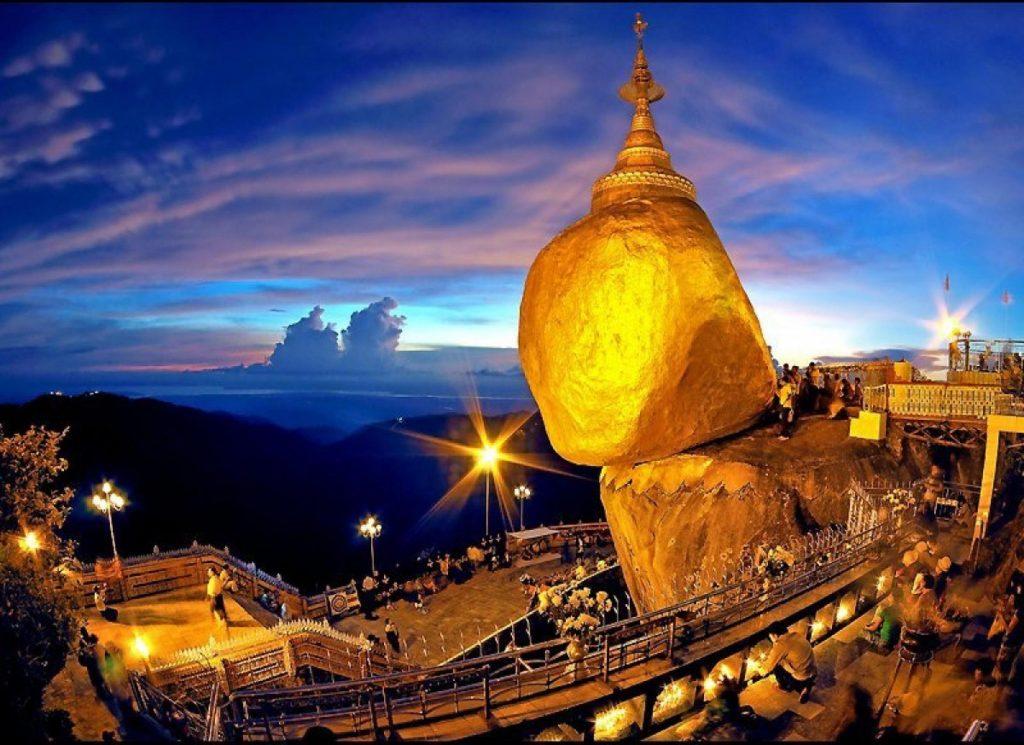 Chùa Hòn Đá Vàng (chùa Kyaikhtiyo) được đánh giá là kiệt tác của thiên nhiên