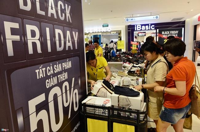 Nhiều gian hàng kinh doanh truyền thống không thu hút được lượng khách lớn như các mùa Black Friday trước đó