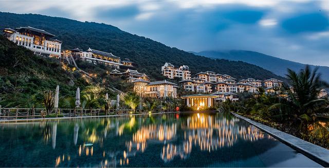 """Intercontinental Đà Nẵng 4 lần liên tiếp đạt danh hiệu """"Khu nghỉ dưỡng sang trọng bậc nhất thế giới"""" tại World Travel Awards."""