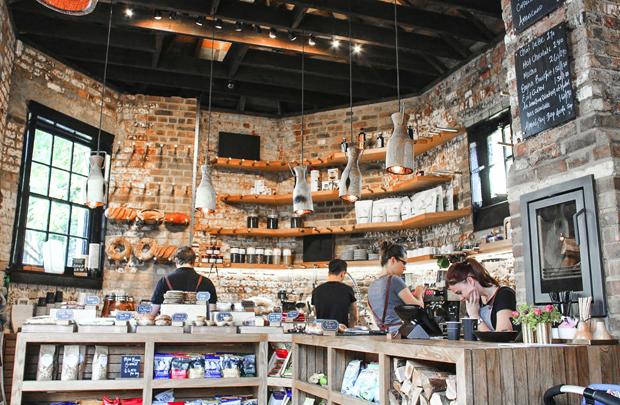 Ảnh minh họa - Cửa hàng đầu tiên bắt đầu cho con đường kinh doanh của Bloostein