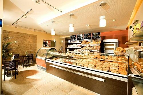 Để mở được một tiệm bánh kem, bạn phải chọn được mặt bằng và địa điểm phù hợp.
