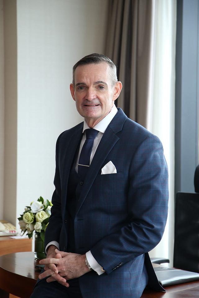 Nghiêm túc từ trong những việc nhỏ nhất, Philip Beriman dành thái độ tôn trọng cho công việc quản lý khách sạn của mình.