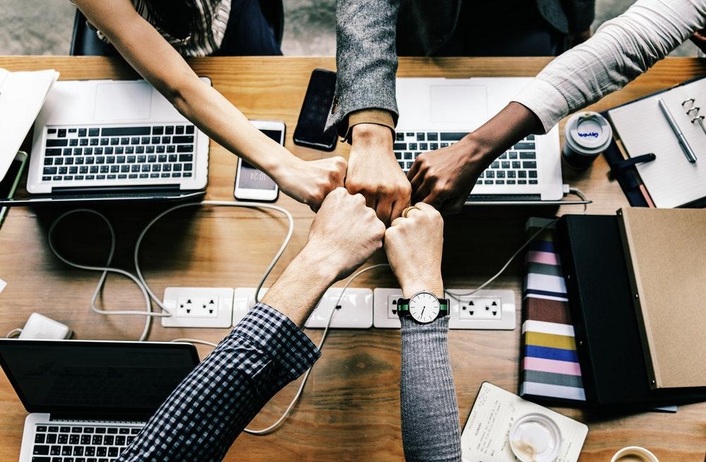 Những người cộng sự là những người không thể thiếu nếu bạn muốn công việc kinh doanh của mình bắt đầu thành công