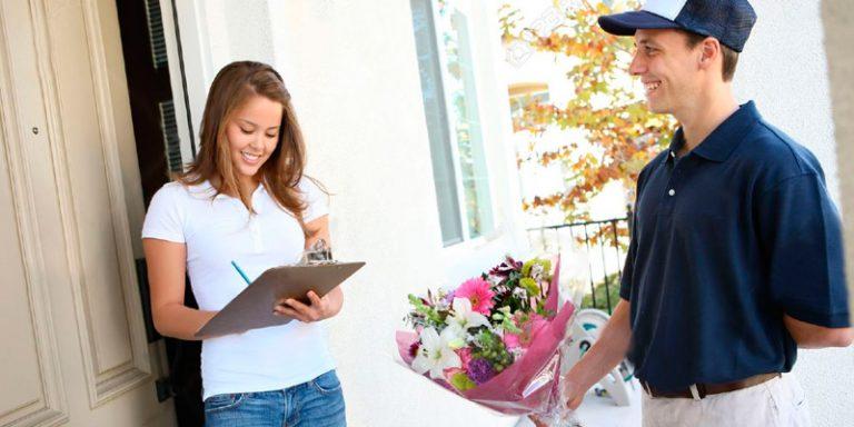 Dịch vụ vận chuyển hoa tươi online được khá nhiều khách hàng chú tâm mỗi khi đặt hàng