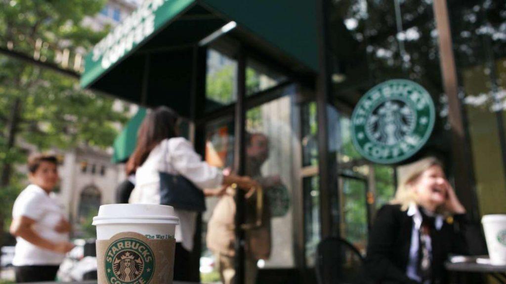 Starbucks là một trong nhưng thương hiệu dùng mô hình Mass Appeal