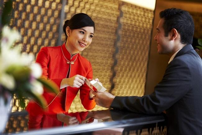 Đặt mình vào tâm lý khách hàng, hãy đào tạo đội ngũ nhân viên có thái độ ứng xử phù hợp, đúng mực với khách
