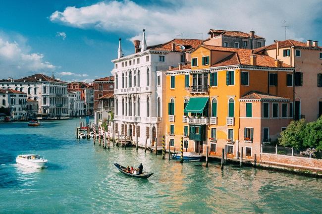 Venice là một trong những thành phố tuyệt đẹp của Ý mà bạn nên ghé qua một lần nếu đến châu Âu
