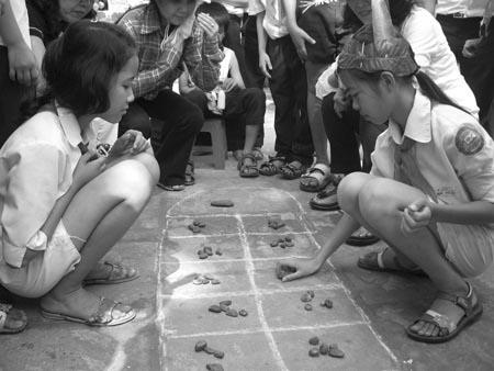 """Trò chơi """"ô ăn quan"""" - 1 trò chơi dân gian xưa"""