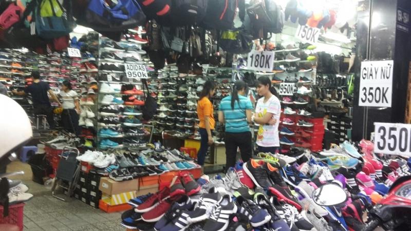 Về giá cả giày dép.