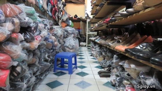 Tìm kiếm nguồn hàng kinh doanh giày dép.